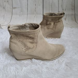 Geox tan wedge ankle boots size 40 perforated